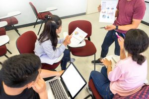 授業中の大学生
